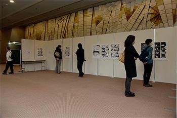 写真:「ペコロスの母に会いに行く 岡野雄一漫画展」の様子